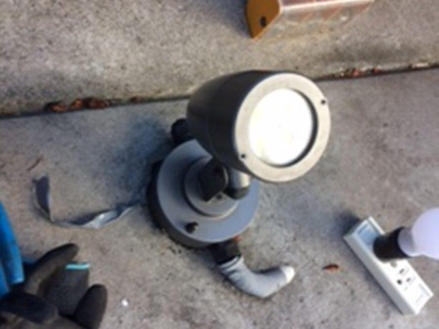 外灯取付・防水コンセント増設